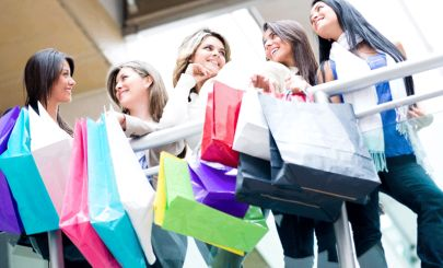 girls-with-shopping-bags